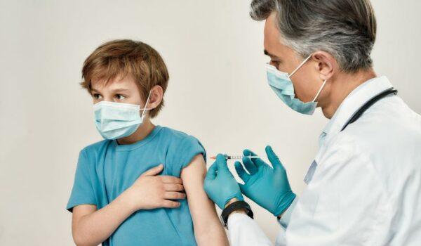 """Salud establece """"Día A"""" para vacunación a adolescentes de 12 a 17 años"""